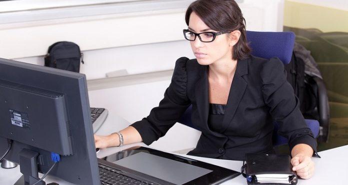praca przy komputerze - oczy