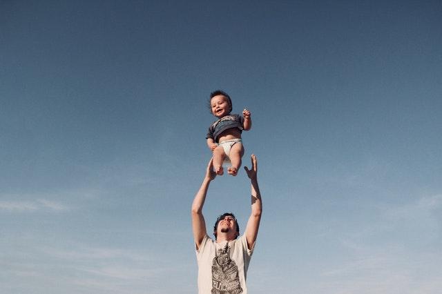 dziecko i tata
