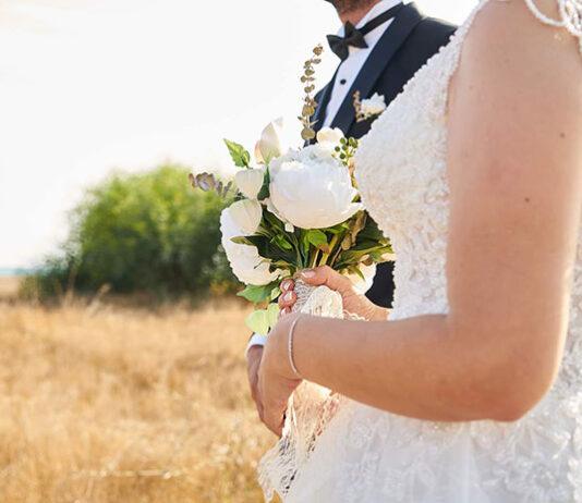 Minimalistyczna, czy ekstrawagancka suknia ślubna